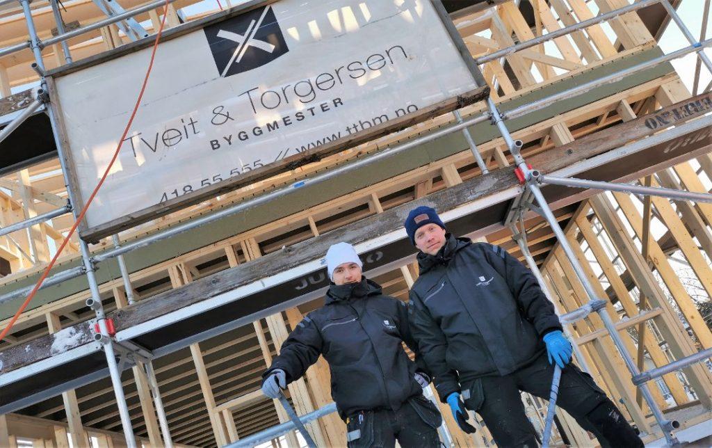 Lærlinger fra Opplæringskontoret hos Tveit & Torgersen Byggmester AS. Foto: Fredrikstad Blad